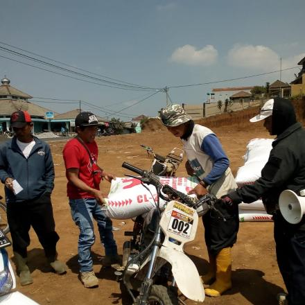 Album : Pendistribusian Bantuan Pakan Tahap Kedua