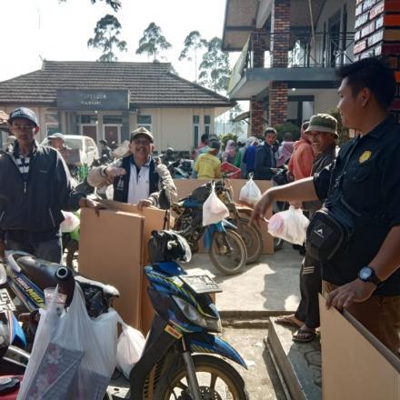 Album : Pembagian Bantuan Ayam Untuk RTM Desa Pulosari